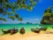 Longtail Boote in Thailand am Strand