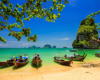 Longtail Boats in Thailand am Strand